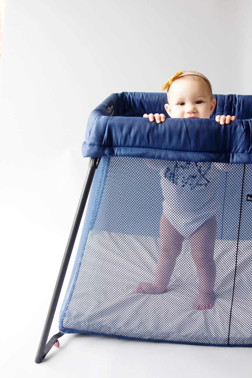 baby-bjorn-travel-crib-2